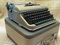 c.1940s Olympia De Luxe Typewriter, w/Case