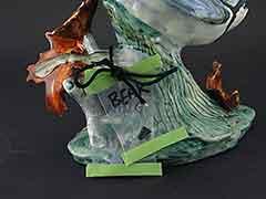 Product photo #100_8715 of SKU 21004010 (STANGL Bluejay #3716 Blue Jay with Leaf, Bird Figurine)